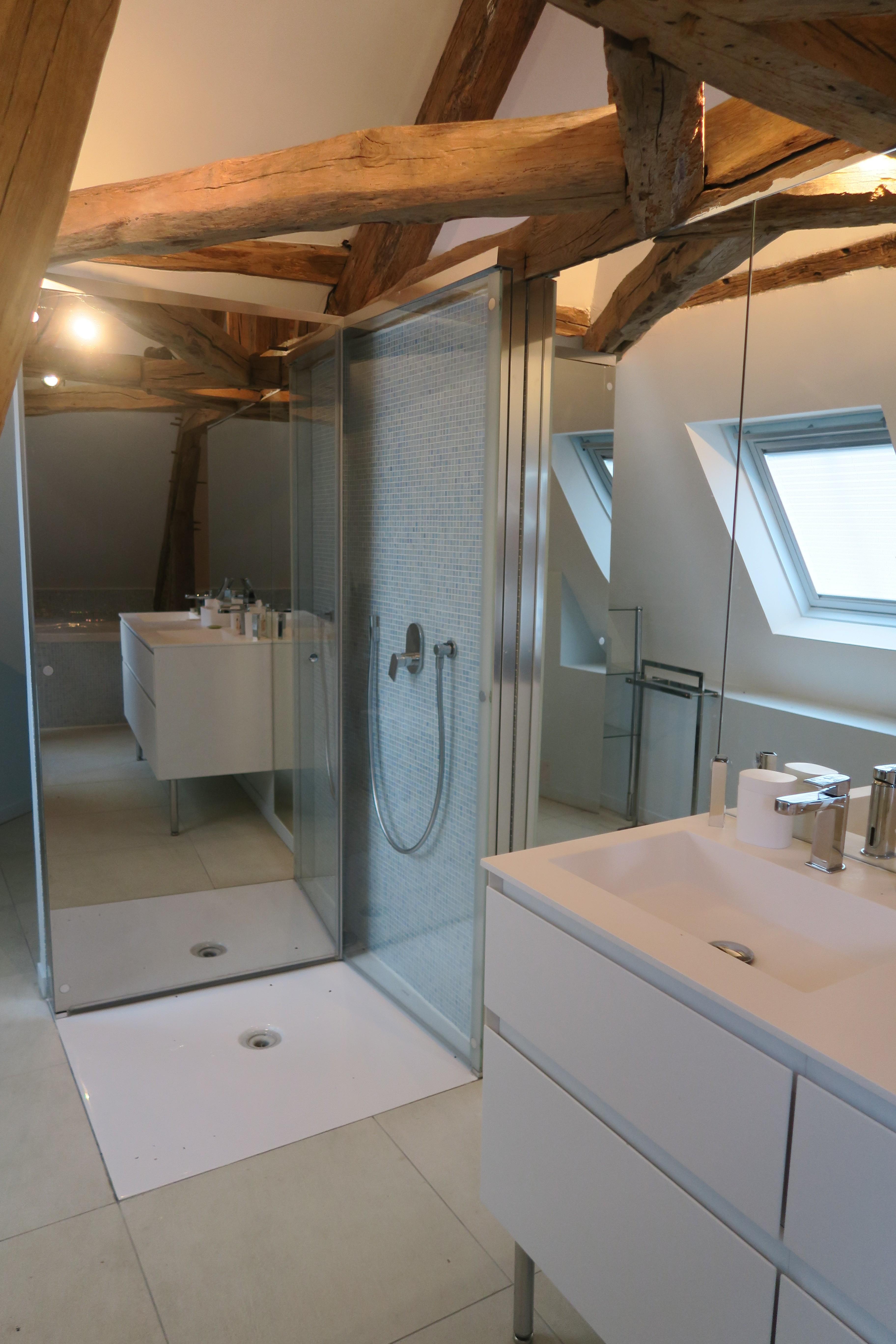 La grande salle de bain de la suite d'Aigremont